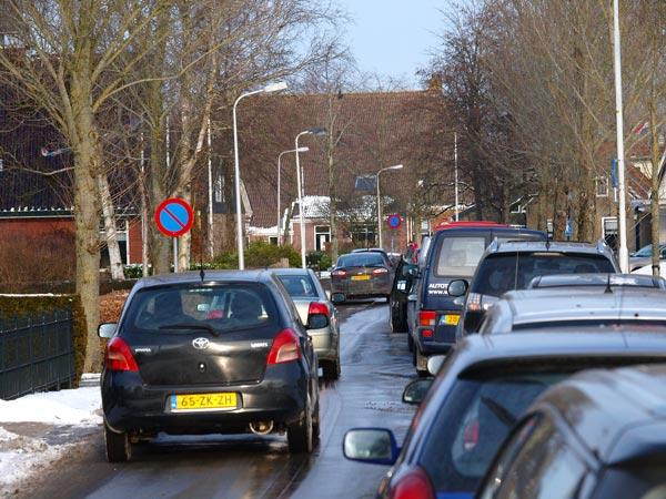 Bijna geen doorkomen meer aan: Earnewâld op zondag 5 februari 2012.