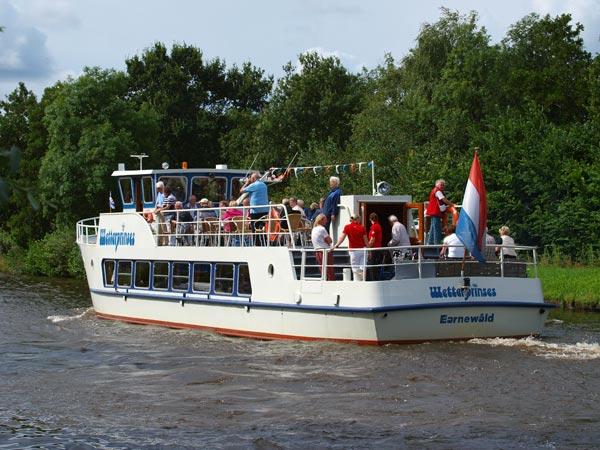 De Wetterprinses is de enige riviercruiser die het juiste formaat en  luxe heeft voor een Elfstedencruise en over een terrasdek beschikt dat  evenveel zitplaatsen telt als de salon. De boot is ook geschikt voor  passagiers die minder goed ter been zijn.