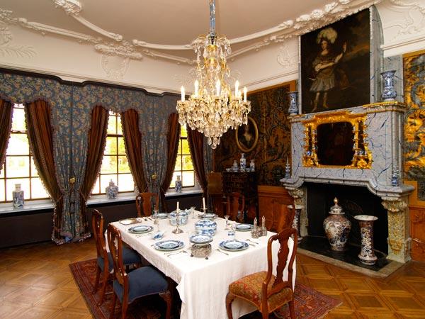 Hier moet je geweest zijn: keramiekmuseum en paleis Princessehof in Leeuwarden. Je kunt er onder andere kennismaken met de Friese Nassaus.