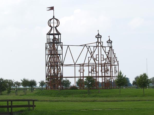 Het informatiecentrum van Friese stinzen en staten bevindt zich in Bears, in de kerk naast het staalskelet van de voormalige Uniastate.