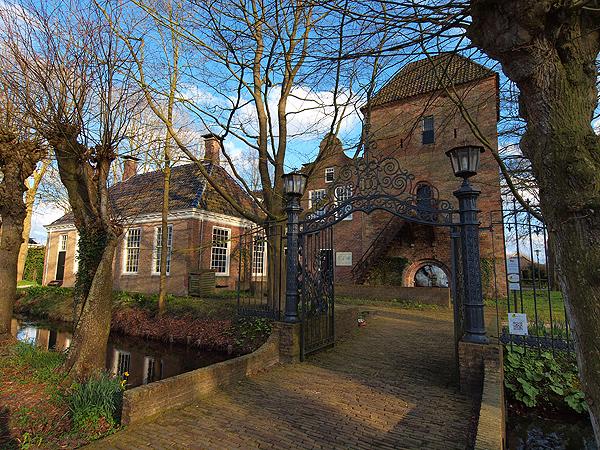 De enige echte stins (burcht) in Friesland, de Schierstins in Feanwâlden. Info: www.schierstins.nl