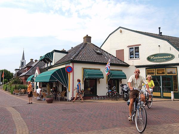 Hotel-restaurant It Posthûs in Burdaard, één van de Elfstedenhotels van Friesland Holland, was één van de eerste Friese hotels met een oplaadstation.