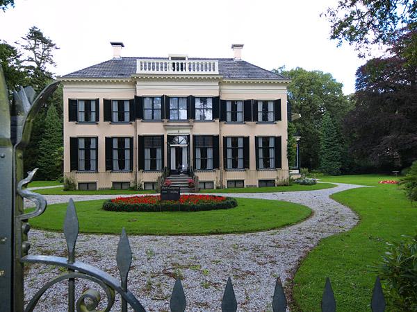 Sporen van Roodbaard: Oranjestein in Oranjewoud, eens het pretpark van de Friese Oranje Nassaus.