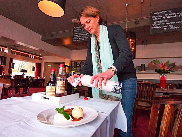 Het eerste Fries Menu-restaurant is De Daaldersplaats tegenover het bus- en treinstation in Sneek. Mede-eigenaresse Anita Peelen serveert een door velen zeer gewaardeerd Fries wentelteefje als nagerecht. De ingrediënten zijn ei, melk, suikerbrood en ijs.