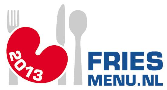 Raamsticker. De restaurants, hotel-restaurants, eetcafés en strandpaviljoens die een Fries Menu aanbieden zijn herkenbaar aan deze Fries Menu raamsticker met het rode pompeblêdvormige (hartvormige) bord met bestek. Op de sticker staat ook het jaar van erkenning.