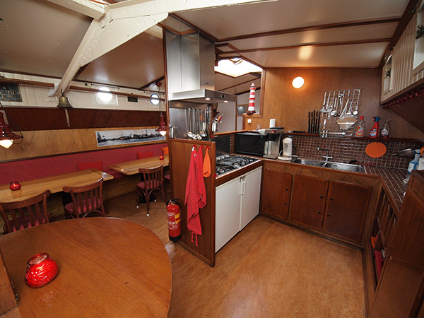 In het ruim van een historisch zeilschip kun je prima wonen.