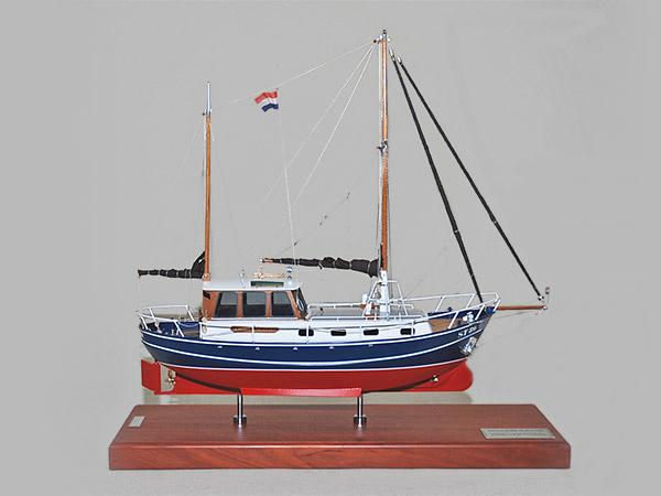 """De Staverse Kotter is klaar voor de """"tewaterlating"""" in het Scheepvaartmuseum in Amsterdam."""