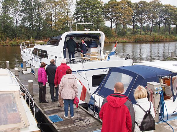 Nog nooit gevaren en wel zin in het huren van een kajuitmotorjacht? U kunt zaterdag 12 oktober 2013 gratis proefvaren en genieten van de Urker viscultuur bij Yachtcharter Urk, Keteldiep 13 in Urk.