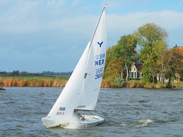 Nummer 366 viel zaterdag op én in de prijzen. Annelies Thies (captain), Lieske Wieringa en Petronella de Jong werden tweede na het team van Hidde-Jan Haven, nummer 356. Haven is voorzitter van de Yngling Club Holland.