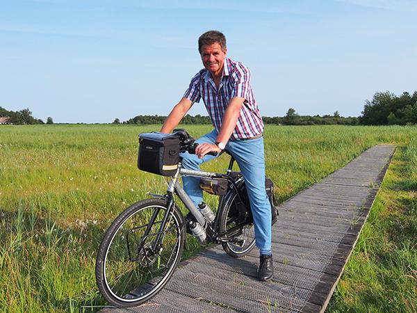 """Friesland promotor Albert Hendriks waagt zich met zijn reisorganisatie Friesland Holland Travel over de provinciegrenzen en heeft onder andere Giethoorn en omgeving aan zijn werkterrein toegevoegd. """"Toeristen zien geen grenzen; alleen bestuurders zijn daar druk mee."""""""
