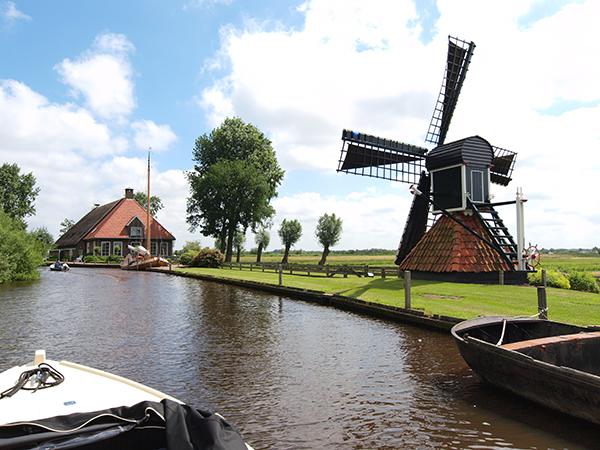 In de vakantieregio's Friese Wouden en Friese Meren zijn routes voor elektrische sloepen uitgezet. Op de foto Nationaal Park 'De Alde Feanen' (Earnewâld-Princenhof).