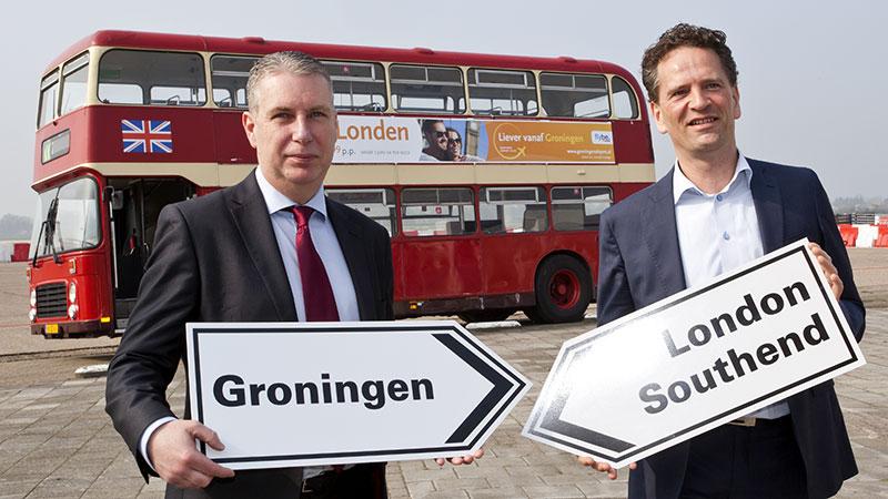 Peter O'Mara Commercial and Operations Development Manager Stobart Air (links) en Marco van de Kreeke, directeur Groningen Airport Eelde