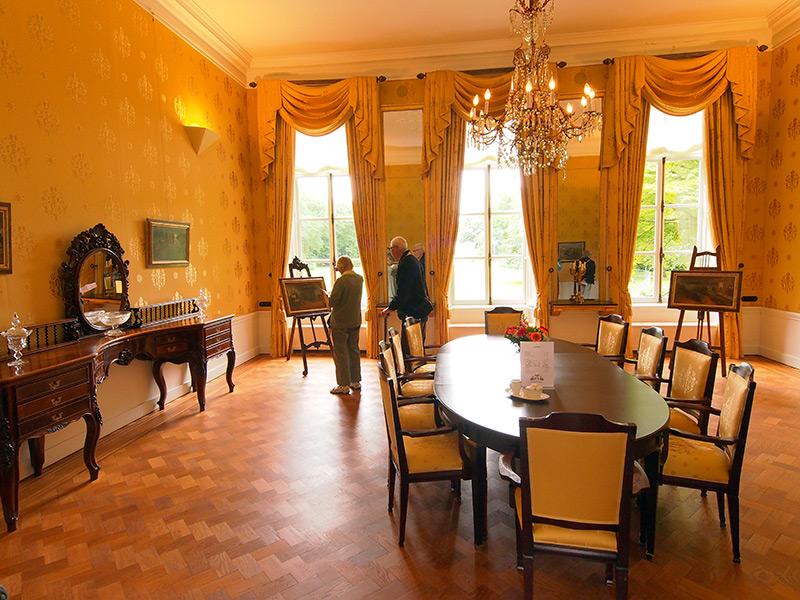 Het interieur van het 'paleis'. Een tiental vertrekken kan gehuurd worden door selecte gezelschappen voor een dagdeel of een hele dag. Het tarief ligt rond de 135 euro per uur.