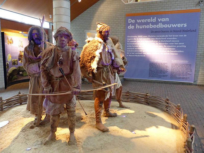 Zo zagen de eerste Friezen — Drenten — er uit. De foto werd gemaakt in het Hunebedcentrum in Borger, één van de topattracties in Noord-Nederland.