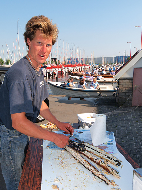 """Als je aan Heeg denkt, denk je aan paling, aan """"rieke iel"""", gerookte paling. Freerk Visserman is dé palingvisser van Heeg."""