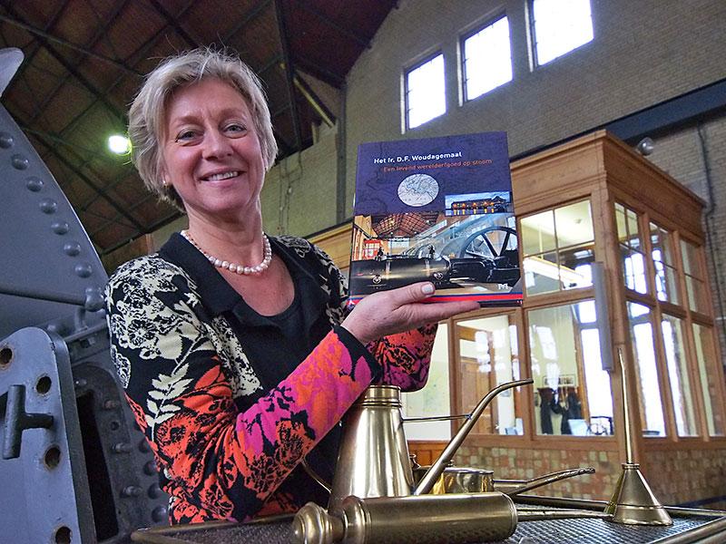 """Friesland zeer kansrijk in China dankzij veel UNESCO werelderfgoed in en nabij de provincie. Na het voormalige eiland Schokland in de Noordoostpolder, het Wouda stoomgemaal in Lemmer en de Waddenzee volgt waarschijnlijk nog dit jaar """"world heritage"""" nummer 4, het planetarium in Franeker. Hilda Boesjes uit Lemmer, directeur van het bezoekerscentrum van het Woudagemaal in Lemmer, is de vertegenwoordiger van de Friese werelderfgoederen."""