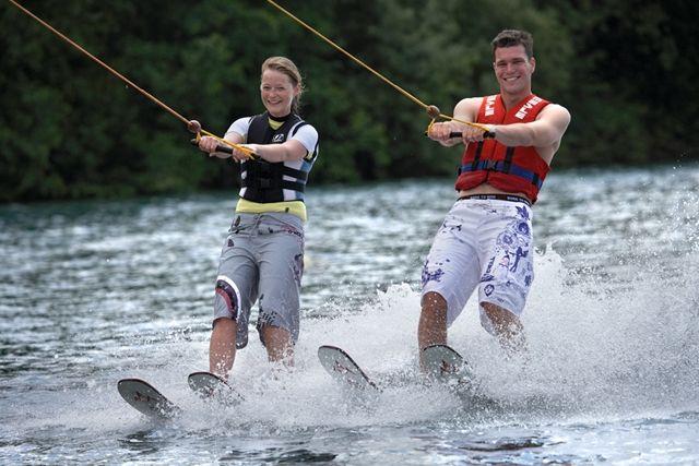 In Sneek geen stille waterski-kabelbaan voor jongeren door een verkeerde voorstelling van zaken door gemeenteraadsleden.