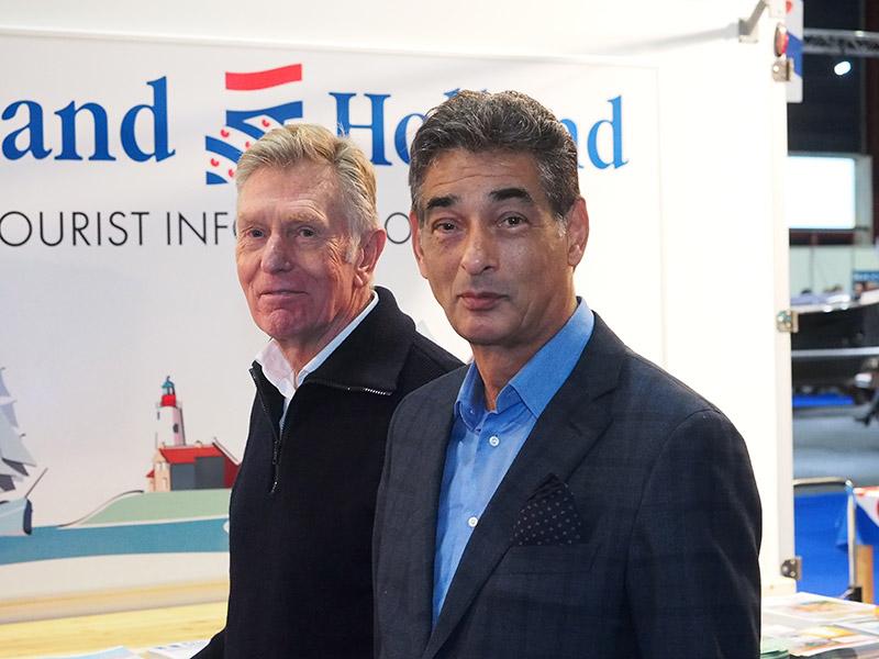 Mr. Gerard Spong (rechts) met een vriend bij de stand van Friesland Holland op Boot Holland in Leeuwarden.