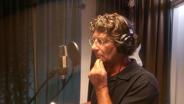 Schipper Douwe Visser in de studio. Komende weken wordt er nog aan een videoclip gewerkt.