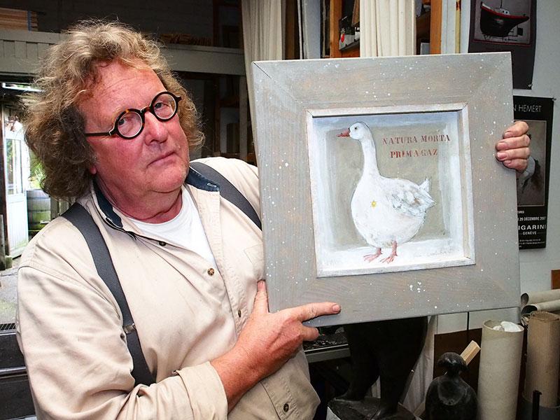 Protest in acryl: van het afschieten van wilde ganzen in Friesland moet geëngageerde kunstenaar Van Hemert niets hebben.