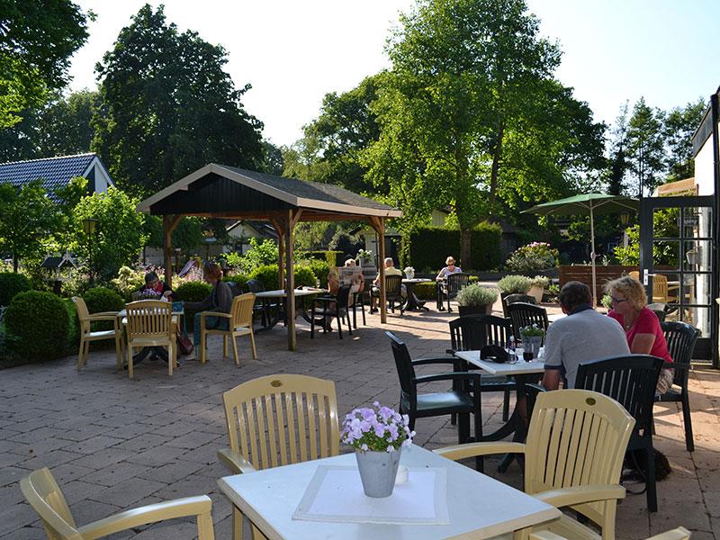 Hotel-restaurant Jans is een sfeervolle historische herberg op de bosrijke hoogte Gaasterland aan het IJsselmeer.