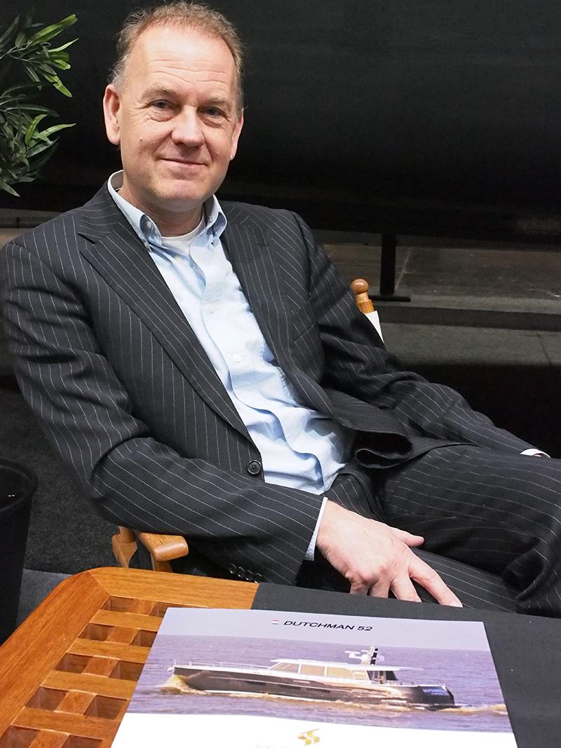 """Auke van der Werff wil graag meer collega's uit Friesland rondom zijn Dutchman 52. """"De Friese staaljachtbouw laat zich hier amper meer zien, terwijl Boot Düsseldorf wel dé beurs voor hen is."""""""