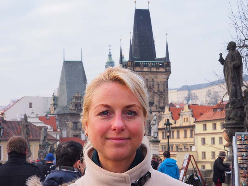 Anna Marie Hendriks in Praag. Nederland is haar vaderland, Tsjechië haar moederland.