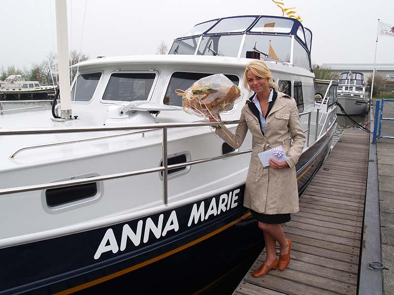 Anna Marie Hendriks was in 2004 en 2005 Miss Friesland en vice-Miss Nederland. Ze was in die jaren vaak op de televisie te zien bij SBS 6 en in reclamespotjes van Center Parcs en van de Postbank met de oud-profvoetballer en columnist Jan Mulder als mede-acteur. 25 april 2006 verrichtte ze de doop van het luxe, naar haar vernoemde kotterjacht 'Anna Marie' van De Schiffart Yachtcharter in Terherne en maakte daarna een proefvaart met het huurjacht, een eigen product van de werf van Arend en Gisela de Schiffart (www.schiffart-yachtcharter.nl).