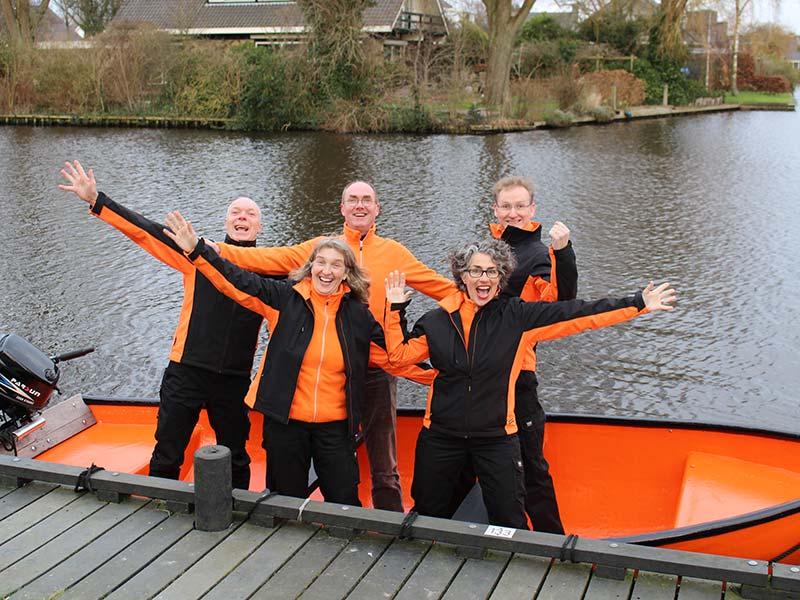 Gurbe en Jildau Wiarda, Ferny en Alette Bakhuizen en Gerrit Dijkstra, de enthousiaste opruimers van Suver Skjin.