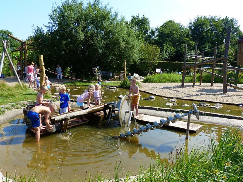 'De Kruidhof', de botanische tuin van Fryslân, Schoolstraat 29B, Buitenpost. Info: www.dekruidhof.nl