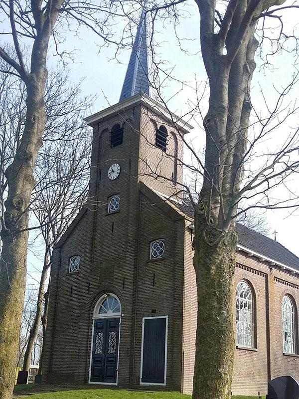De kerk van Hiaure maakt nu ook deel uit van de winkeltjesroute in het Noord-Friese terpenland.