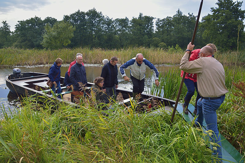 Praamvaren: It Fryske Gea en Jacob Nauta loodsen mensen ...
