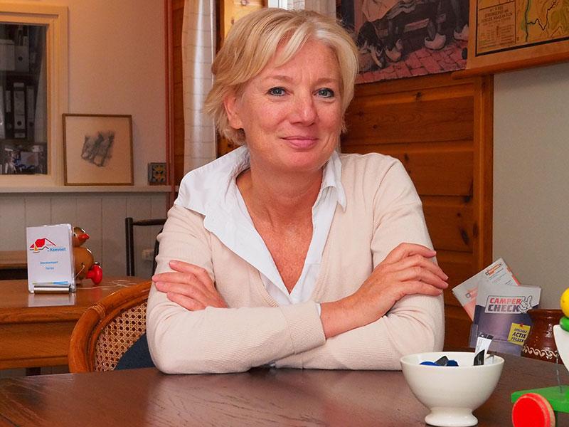 Nelly Zuidam is één van de twee bazen van waterrecreatiebedrijf De Koevoet, maar sinds 2009 ook actief als manager van provinciale en gemeentelijke projecten op het gebied van natuur, landschap, recreatie en toerisme. Voor 2009 was ze met haar HEAO-achtergrond ook betrokken bij fondsenwerving voor goede doelen in de sfeer van natuur en landschap. Nu is ze penningmeester van Ontdek Ons (http://www.ontdekons.nl/) en voert ze het secretariaat van de Ondernemersvereniging Recreatie & Toerisme in 'de Fryske Marren' (Joure, Lemmer, Gaasterland: http://www.rtfriesemeren.nl/). Ze woont in Sneek.