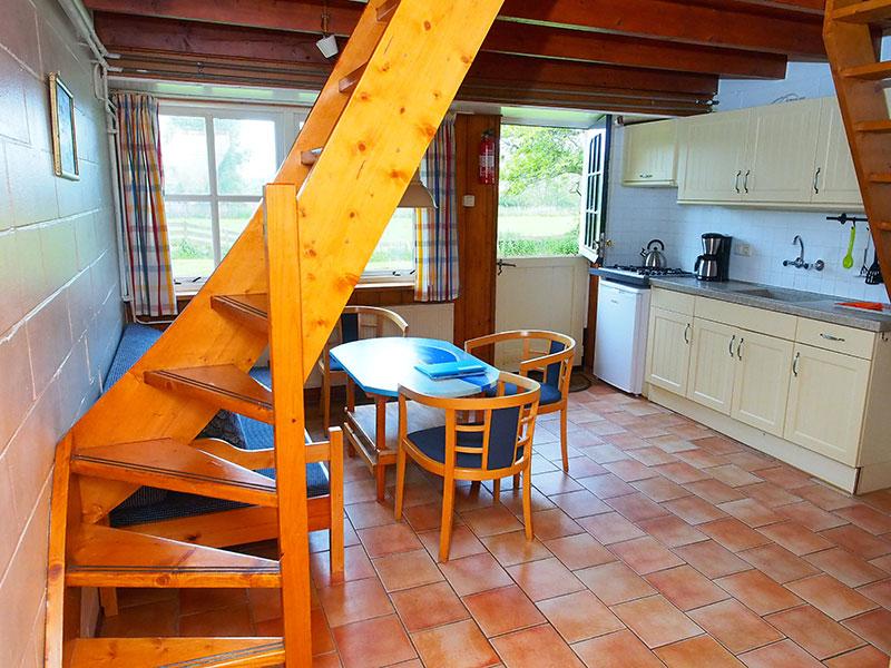 In de boerderij zijn tien appartementen: niet groot maar oergezellig dankzij een vleugje nostalgie van Friese makelij.