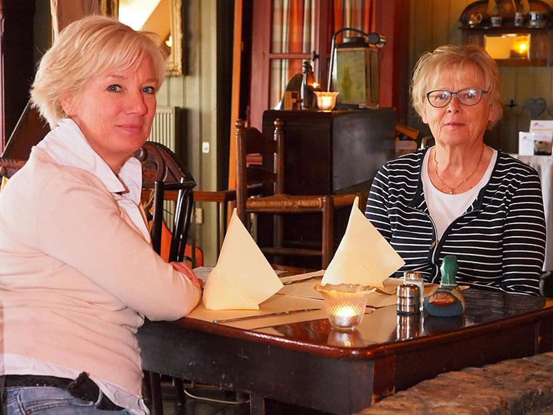 """Last but not least: Agnes Galama, 76, sinds 1969 actief op De Koevoet, nu voornamelijk als boekhoudster. """"Op de foto? Mijn kinderen runnen de zaak; zet die maar op de foto."""""""