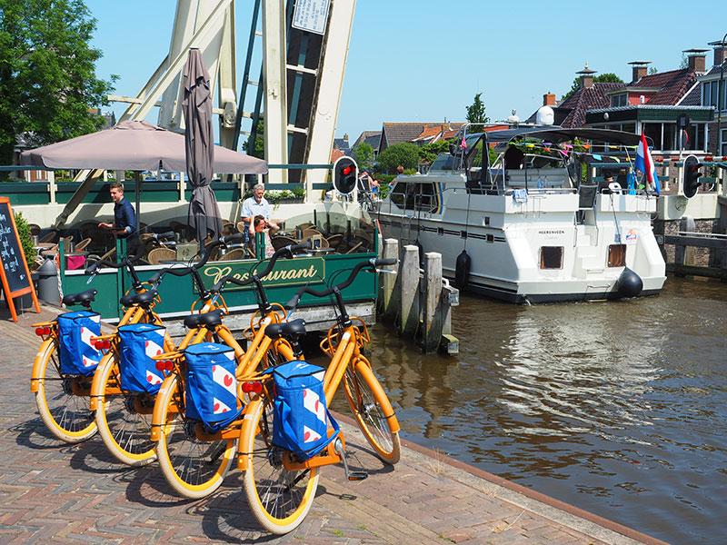 Van de boot op de fiets. Het kan nu in Burdaard en binnenkort ook in Lemmer bij watersportcentrum en marinapark Tacozijl.