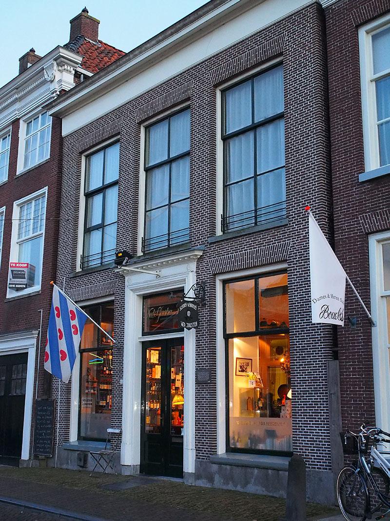 41586a60b12 De klompenwinkel van Scherjon in Noardburgum, de Friese modeketen Sake  Store, ...