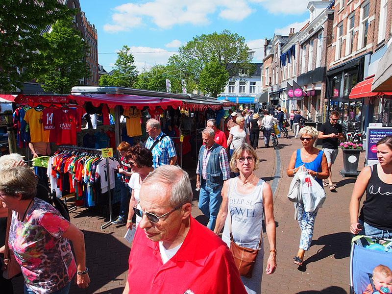 Shopping Paradise Friesland. Shoppen is een vorm van recreatie, van uitgaan. Winkelen in Düsseldorf of Maastricht is leuk, maar in Friesland minstens zo bijzonder. In de provincie heb je winkels met ambachtelijke producten of gebundelde collecties die je nergens anders ter wereld aantreft.