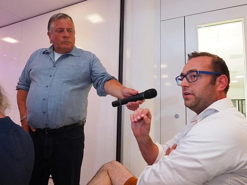 """Jachtbouwer en –verhuurder Hans Willem Rienks in de vergaderzaal van de Rabobank in Sneek tegen discussieleider Eelke Lok (Omrop Fryslân-journalist): """"Als het werven van een nieuwe klant €200,- kost en de provincie wil 10.000 nieuwe toeristen, dan weet je toch dat je twee miljoen euro in de marketing moet steken?"""""""