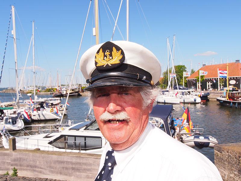 Voorbeeldige Friesland-promotor, haven- en sluismeester Onno Hoekstra van Hindeloopen.