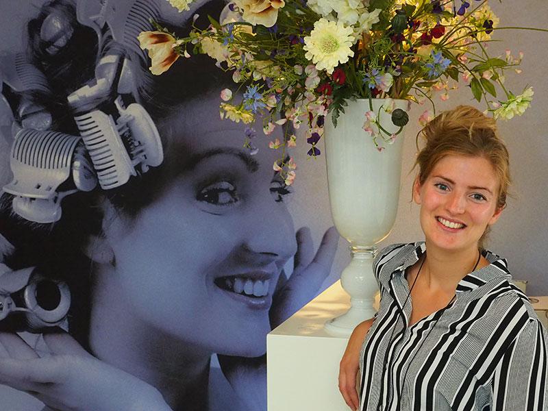Berdine Buma, dochter van Janny Reitsema, maakt van elke vrouw een beauty in haar kapsalon dat zich in het hoofdgebouw bevindt, samen met de receptie, het restaurant en vergader- en partyaccommodatie.