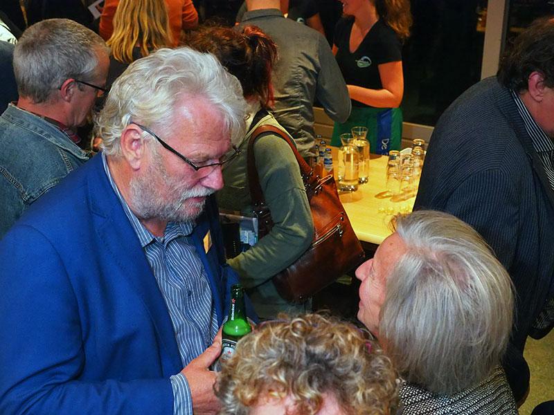 Wethouder Pieter Braaksma van de gemeente Dongeradeel (Dokkum) aan de Heineken, ook op 3 oktober 2016 tijdens een bijeenkomst in Seedykstertoer. Meer info: www.heineken.com. Foto: © Albert Hendriks Friesland Holland Nieuwsdienst.