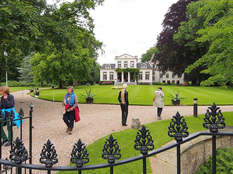 Landgoedpark Oranjewoud heeft koninklijke allure.