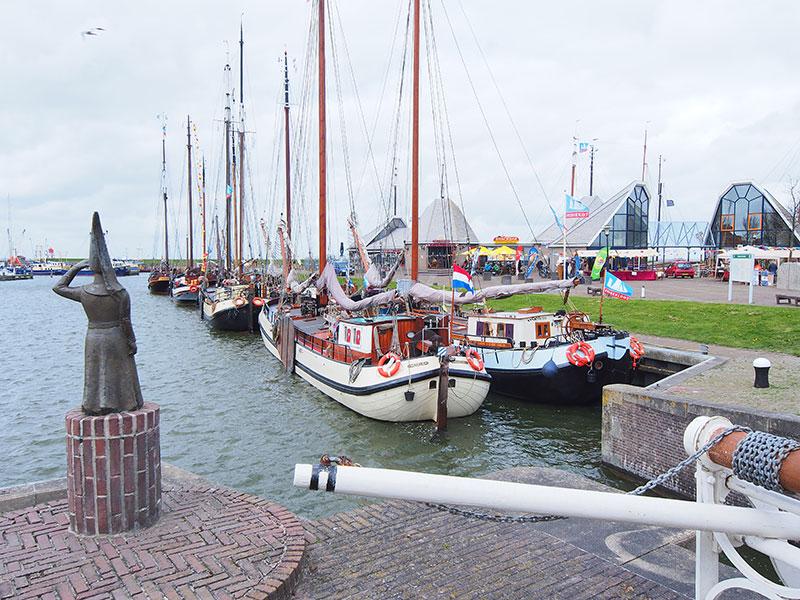 De aantasting van het open kustlandschap bij Makkum is aanstaande.